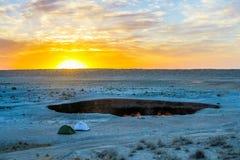 Яма 20 кратера газа Darvaza стоковые изображения