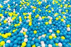 Яма шарика для детей на спортивной площадке школы Стоковая Фотография RF