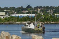 Янки рыболовецкого судна промышленного рыболовства поднял выходящ New Bedford стоковые фотографии rf