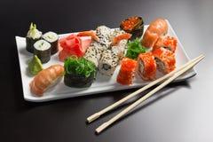 японец палочки свертывает суши продуктов моря Стоковая Фотография RF