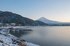 Япония, гора Фудзи, озеро Kawaguchiko в после полудня осени, с Стоковые Фотографии RF