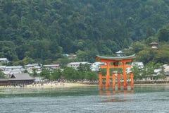 Япония: Святыня Itsukushima синтоистская Стоковое Изображение RF