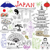 Япония doodles элементы Комплект нарисованный рукой с горой Fujiyama, синтоистским стробом, японскими сушами еды и комплектом чая иллюстрация вектора