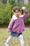 Японская девушка играя задвижку Стоковая Фотография