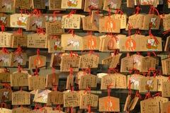Японская деревянная моля плита, Ema, апрель 2018 стоковые изображения rf