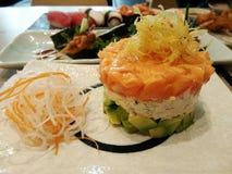 Японская еда установленная с семгами на авокадое Стоковые Изображения RF