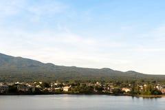 Японская деревня на озере Kawaguchiko Yamanashi, Японии Стоковые Фотографии RF
