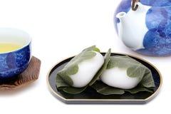 Японская кондитерская, Kashiwa Mochi сладкое стоковые фото