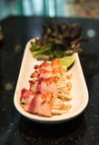 Японская кухня - крен суш с беконом Стоковые Фотографии RF