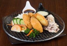 Японская кухня морепродукты тэмпуры на предпосылке стоковое фото rf