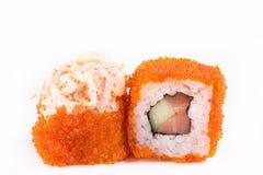 Японская кухня, установленные суши: суши и крены суш в икре с семгами и огурцом на белой предпосылке Стоковые Фото