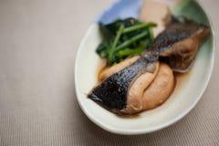 Японская кухня Nizakana (poached Flatfish) Стоковая Фотография