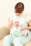 Японская мама и ее младенец Стоковая Фотография