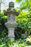 Японская орнаментальная пагода в саде Стоковые Изображения RF