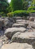 Японская прогулка камня сада Стоковые Изображения RF