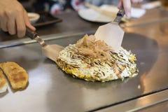 Японская традиционная пицца Okonomiyaki Стоковое Изображение RF