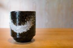 Японская чашка искусства чая на деревянном столе Стоковые Изображения RF