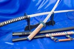 японская шпага katana Оружие самурая Потрясающее оружие в руках мастера боевых искусств Стоковая Фотография
