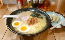 Японские лапши рамэнов в японском ресторане Стоковое Изображение RF