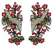 Японские белые краны с красными цветками Стоковые Изображения