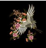 Японские белые кран и цветки Вектор вышивки Стоковые Фотографии RF