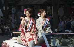 Японские госпожи на автомобиле во время фестиваля Нагои, Японии