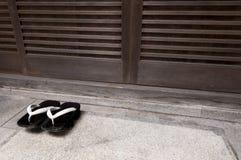 Японские деревянные традиционные ботинки Стоковые Фотографии RF