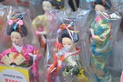 Японские куклы на торговых улицах токио Стоковое Изображение