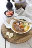 Японские лапши с креветками и tofu Стоковое Изображение