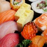 Японские очень вкусные суши в комплекте коробки для завтрака Стоковое Изображение