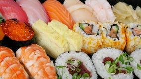 Японские очень вкусные суши в комплекте коробки для завтрака Стоковые Фотографии RF
