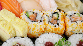 Японские очень вкусные суши в комплекте коробки для завтрака Стоковая Фотография RF
