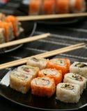 Японские суши на черной плите Стоковые Фото