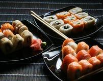 Японские суши на черной плите Стоковое Изображение RF
