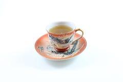 Японские чашка и поддонник дракона с чаем стоковое изображение