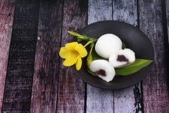 Японский десерт, испаренная фасоль fillin торта муки риса сладостная красная стоковая фотография rf