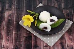 Японский десерт, испаренная фасоль fillin торта муки риса сладостная красная стоковые фото