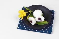 Японский десерт, испаренная фасоль fillin торта муки риса сладостная красная стоковое фото