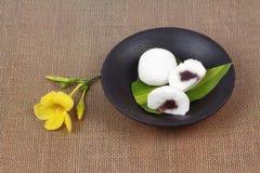 Японский десерт, испаренная фасоль fillin торта муки риса сладостная красная стоковые изображения rf