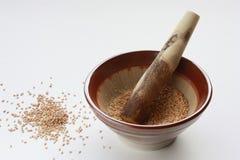 японский пестик ступки осеменяет сезам Стоковые Фотографии RF