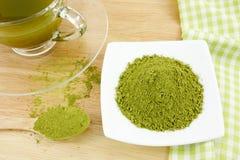 Японский порошок зеленого чая matcha на ложке Стоковые Фото