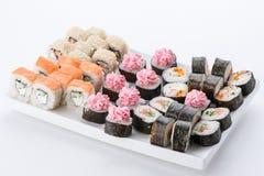 Японский ресторан еды, плита крена maki суш gunkan или комплект диска Комплект и состав суш Стоковая Фотография