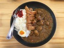 Японский рис карри с зажаренным tongkatsu свинины Стоковые Фотографии RF