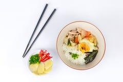 Японский рис покрыл мягкие яичка чирея и зажарил свинину Стоковая Фотография RF
