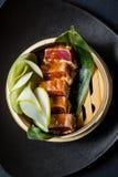 Японский сасими тунца, темная предпосылка, взгляд сверху стоковое изображение rf