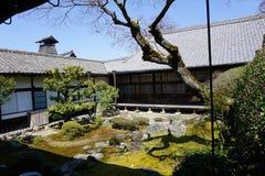 Японский сад в виске Daigoji, Киото Стоковая Фотография