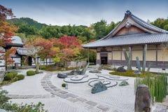 Японский сад Дзэн во время осени на виске Enkoji в Киото, Японии стоковое фото