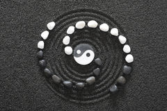 Японский сад Дзэн с yin и yang Стоковое Изображение