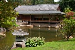 Японский сад и церемониальный дом Стоковые Изображения