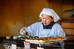 Японский сладостный владелец магазина в Киото Стоковые Фото